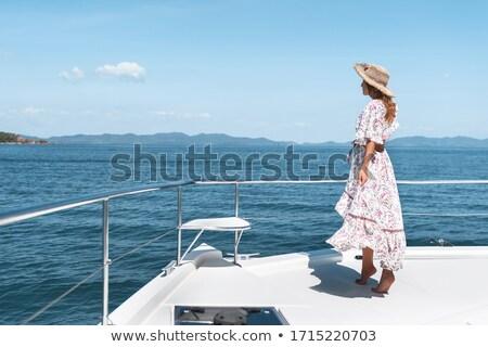 Incroyable femme chapeau permanent yacht Photo stock © deandrobot