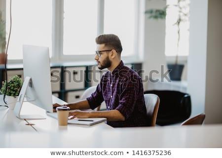 Fiatal üzletember mappa üzlet nő iroda Stock fotó © IS2