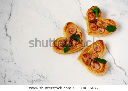 mini · salsichas · acima · mesa · de · madeira · comida - foto stock © zoryanchik
