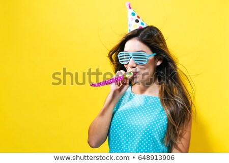 Retrato mulher assobiar equipe jovem camisas Foto stock © photography33