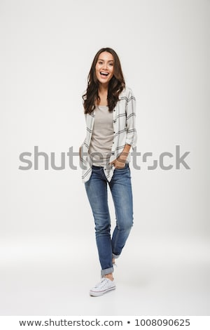 Séduisant brunette femme posant regarder caméra Photo stock © oleanderstudio