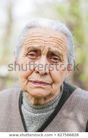 成熟した女性 · 肖像 · 屋外 · 魅力的な · 見える - ストックフォト © roboriginal