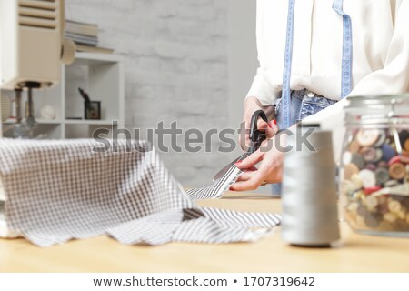Mujer sastre tijeras fuera tejido Foto stock © dolgachov