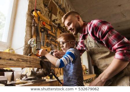 Figlio di padre piano legno workshop famiglia carpenteria Foto d'archivio © dolgachov