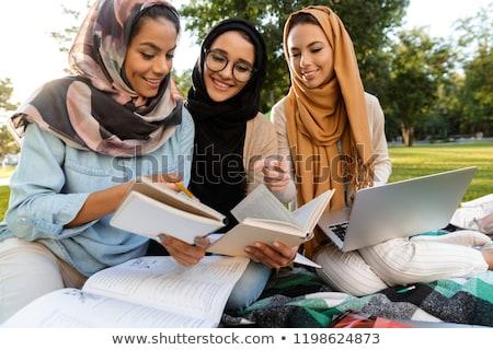 Szczęśliwy młodych arabski kobiet studentów za pomocą laptopa Zdjęcia stock © deandrobot