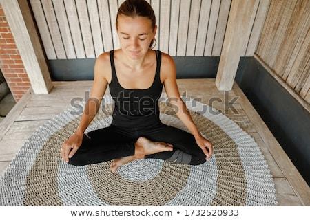 Jonge vrouw oefenen yoga ochtend balkon panoramisch Stockfoto © galitskaya