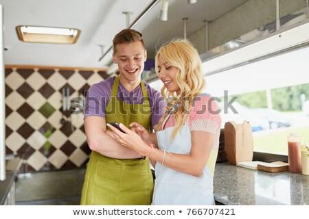 vendeur · tablier · smartphone · alimentaire · camion · rue - photo stock © dolgachov