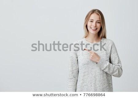 Bonne recherche femme pointant espace de copie blanche sourire Photo stock © wavebreak_media