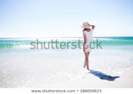 belo · jovem · morena · relaxante · praia · mulher - foto stock © amok