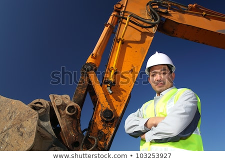 Asian bouwvakker schop graafmachine bestuurder permanente Stockfoto © Kzenon