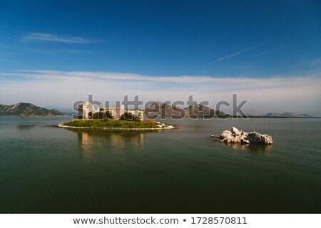 Сток-фото: крепость · острове · древних · небольшой · озеро · гор