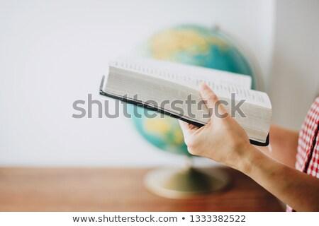 手 歳の女性 聖書 表 暗い 図書 ストックフォト © leventegyori