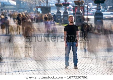 Om în picioare afara mulţime afaceri femeie Imagine de stoc © IS2