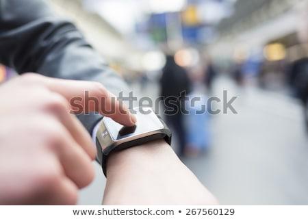 Foto stock: Moderno · inteligente · ver · masculino · mão · dispositivo