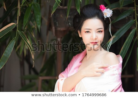Encantador Asia mujer vestido abierto hombro Foto stock © dash