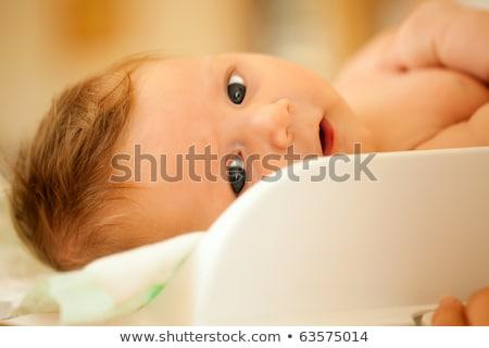 Anne bebek ağırlık ölçek beyaz Stok fotoğraf © photobac