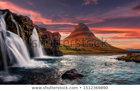 Mooie waterval IJsland berg reflectie meer Stockfoto © Kotenko