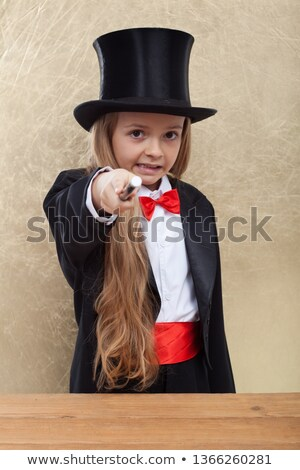 Magicien petite fille mal tour de magie pointant Photo stock © ilona75