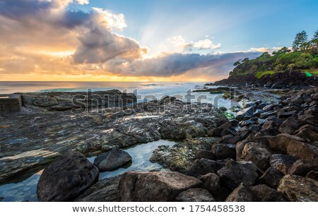Wellen Absturz sunrise Ozean Felsen Stock foto © lovleah