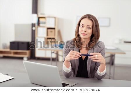 jonge · zakenvrouw · pen · vrouw · gelukkig - stockfoto © Minervastock