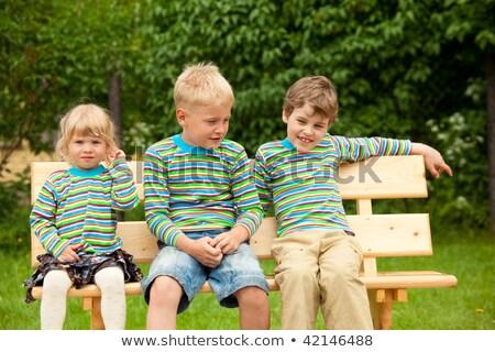 Három gyerekek pad azonos ruházat nő Stock fotó © Paha_L