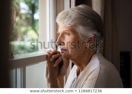 mujer · pie · ventana · viendo - foto stock © stevanovicigor