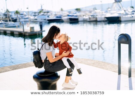 Madre besar hija yate vela ocio Foto stock © IS2