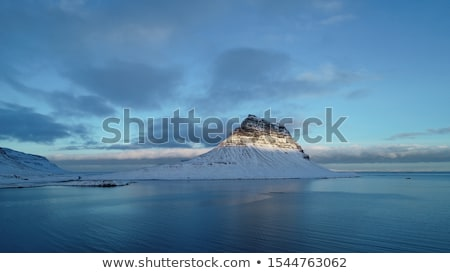 Islande montagne miroir lac populaire attraction touristique Photo stock © Kotenko
