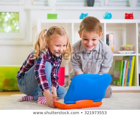 kislány · fiú · laptopok · játszik · számítógép · játékok - stock fotó © fanfo