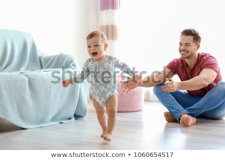 ストックフォト: 最初 · 徒歩 · かわいい · 赤ちゃん · 学習 · 母親
