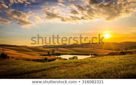 Dramatique coucher du soleil ciel Toscane collines Italie Photo stock © photocreo