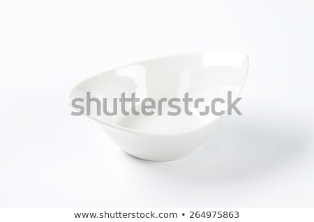 глубокий · овальный · блюдо · пусто · изолированный - Сток-фото © Digifoodstock