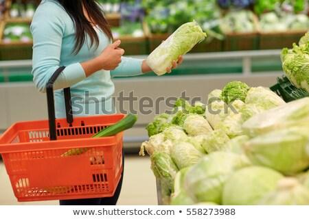 Mulher cesta chinês repolho mercearia venda Foto stock © dolgachov