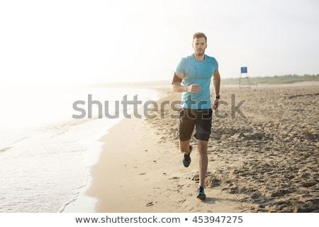 lopen · water · strand · gelukkig · gezicht - stockfoto © deandrobot