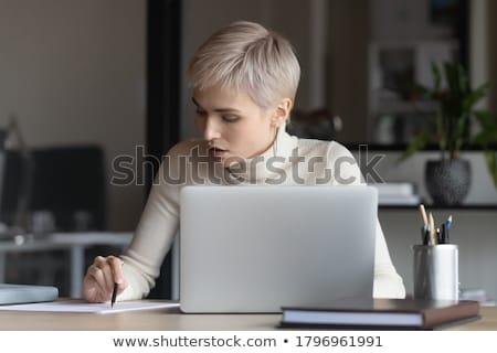 Zakenvrouw vulling online registratie vorm vrouw Stockfoto © AndreyPopov