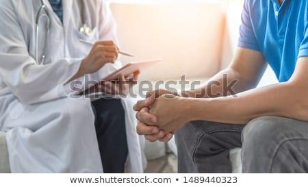 psychiater · onderzoeken · mannelijke · patiënt · man · arts - stockfoto © ambro