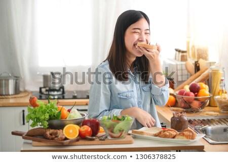 Asian donna mangiare sano insalata alimentare fitness Foto d'archivio © Kzenon