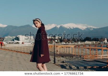 Frumuseţe Modele în aer liber hartă haina Imagine de stoc © deandrobot