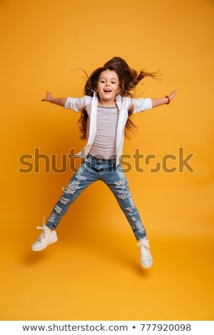 peu · belle · fille · volée · sautant · isolé · blanche - photo stock © sapegina