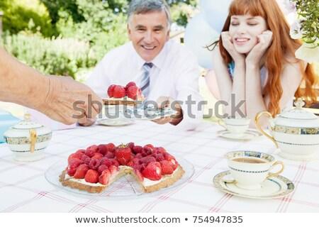 mujer · fiesta · torta · mesa · mujer · sonriente - foto stock © is2