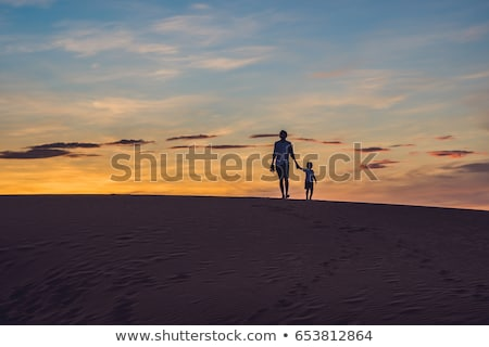 Syn ojca czerwony pustyni świcie dzieci Zdjęcia stock © galitskaya