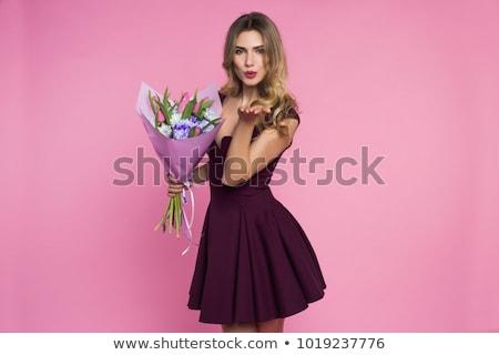Foto stock: Bonitinho · mulher · jovem · buquê · tulipas · beijo