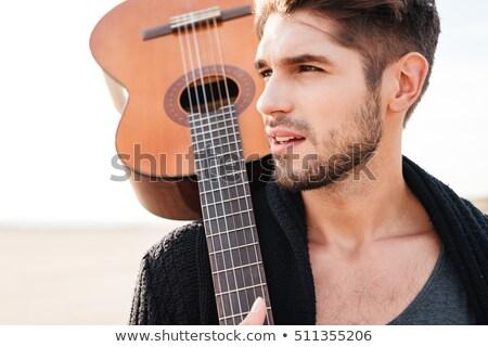 uomo · piedi · spiaggia · chitarra · spalla - foto d'archivio © deandrobot