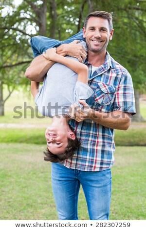 Pai filho de cabeça para baixo homem criança Foto stock © IS2