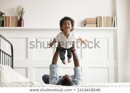filho · pai · cama · feliz · tempo · amor · casa - foto stock © lopolo