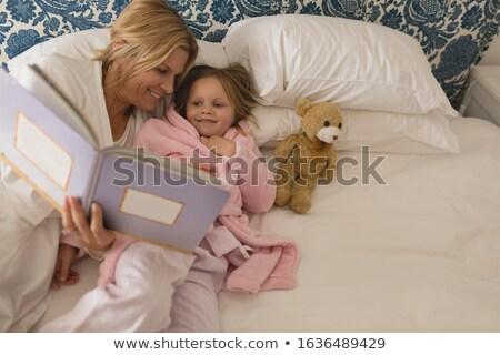 Magasról fotózva kilátás boldog anya fiatal lánygyermek Stock fotó © wavebreak_media