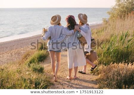 Drie vriendinnen strand vrouwen gelukkig vrienden Stockfoto © photography33