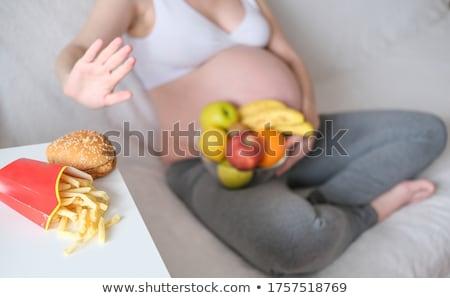 embarazadas · escalas · mujer · embarazada · pie · aislado · blanco - foto stock © photography33