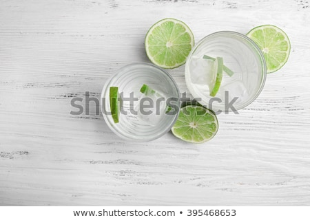 metade · completo · vidro · água · vazio · isolado - foto stock © punsayaporn
