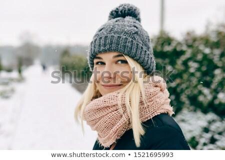glimlachende · vrouw · hoed · park · portret · jonge · vrouw · lopen - stockfoto © filipw